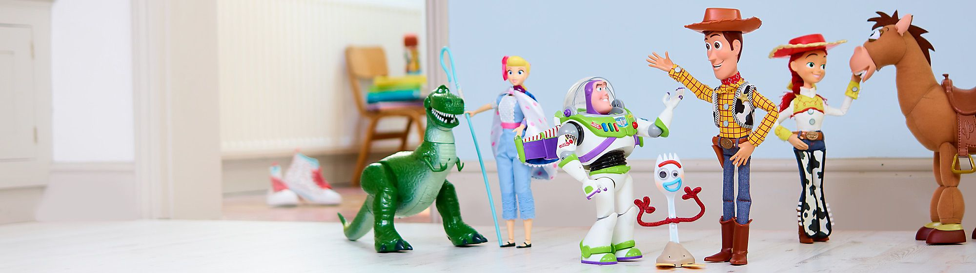 Stöbere durch Spielzeug, Bekleidung und vieles mehr aus dem umfangreichen Pixar Sortiment.