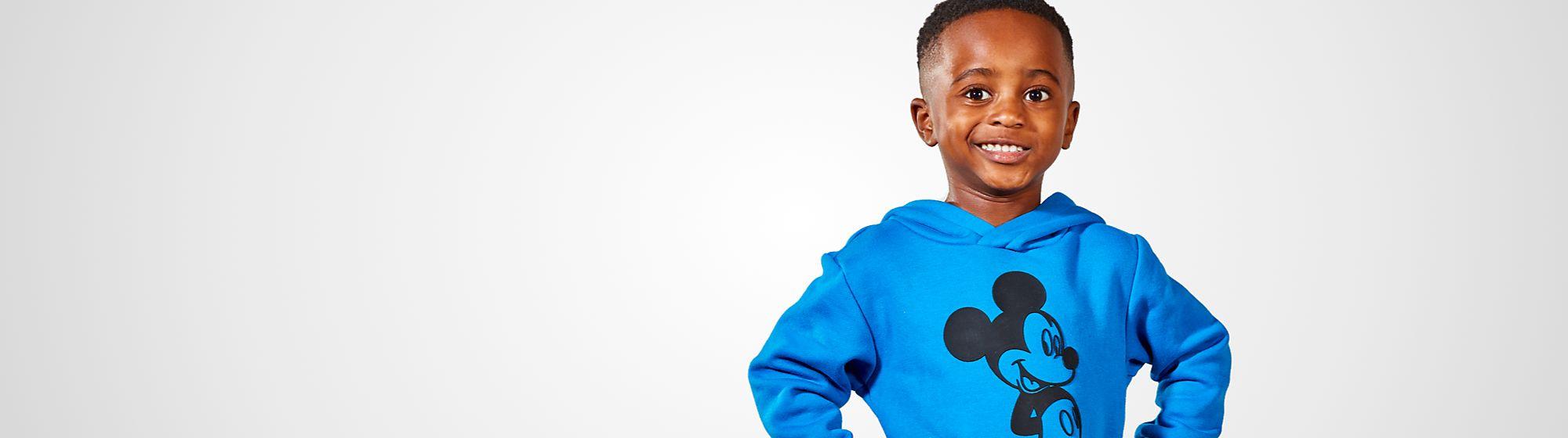 Vêtements Garçon Avec la gamme de vêtements pour garçon de Disney, vos enfants seront ravis de porter les couleurs de tous leurs héros favoris !