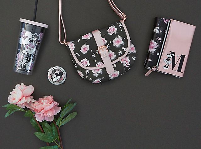 Positively Minnie Faites éclore votre style avec notre collection florale et élégante VOIR LA COLLECTION