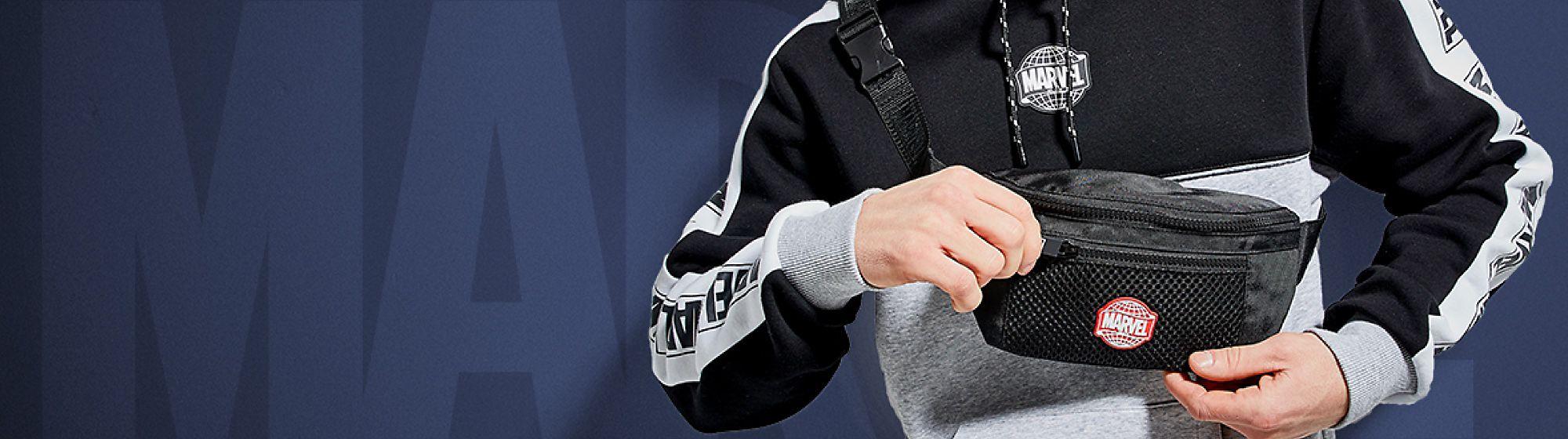 Accessoires Découvrez vite les accessoires pour homme de Disney, ils apporteront une touche fantaisie, originale ou chic à toutes vos tenues!