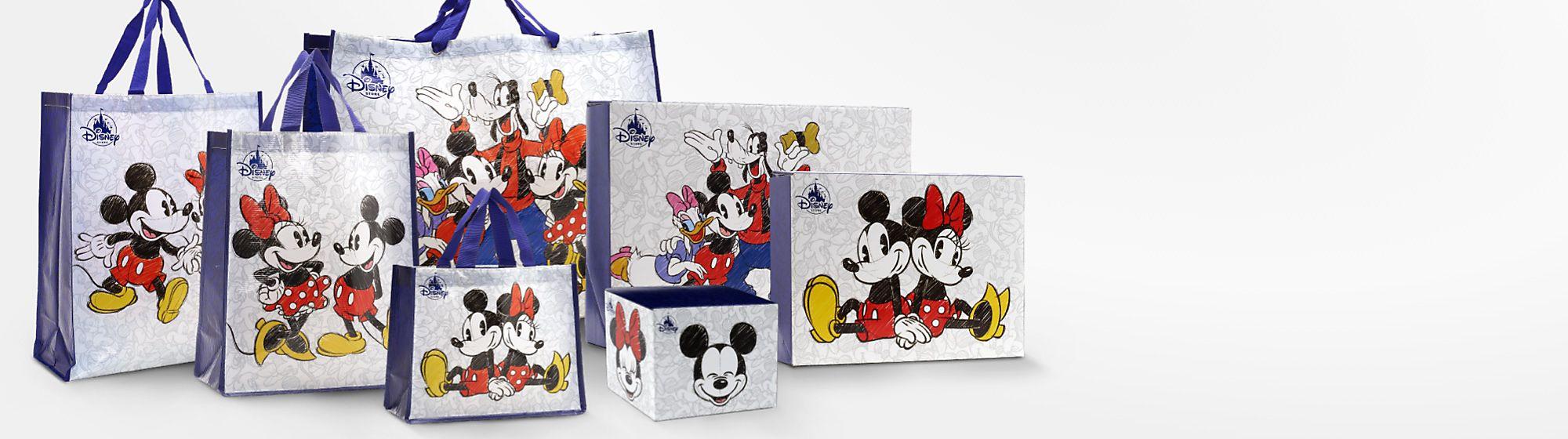 Bolsas y cajas de regalo Descubre nuestra magnífica selección de bolsas reutilizables y cajas de regalo con personajes como Mickey o Minnie, entre otros