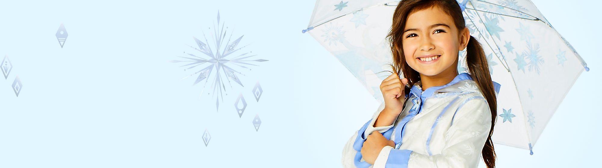 Bekleidung von  Die Eiskönigin 2 Entdecke unsere fabelhafte Kollektion an Bekleidung von Die Eiskönigin. Elsa und Anna begleiten dich auf T-Shirts, Kleidern und Röcken und erinnern dich an den romantischen Winter