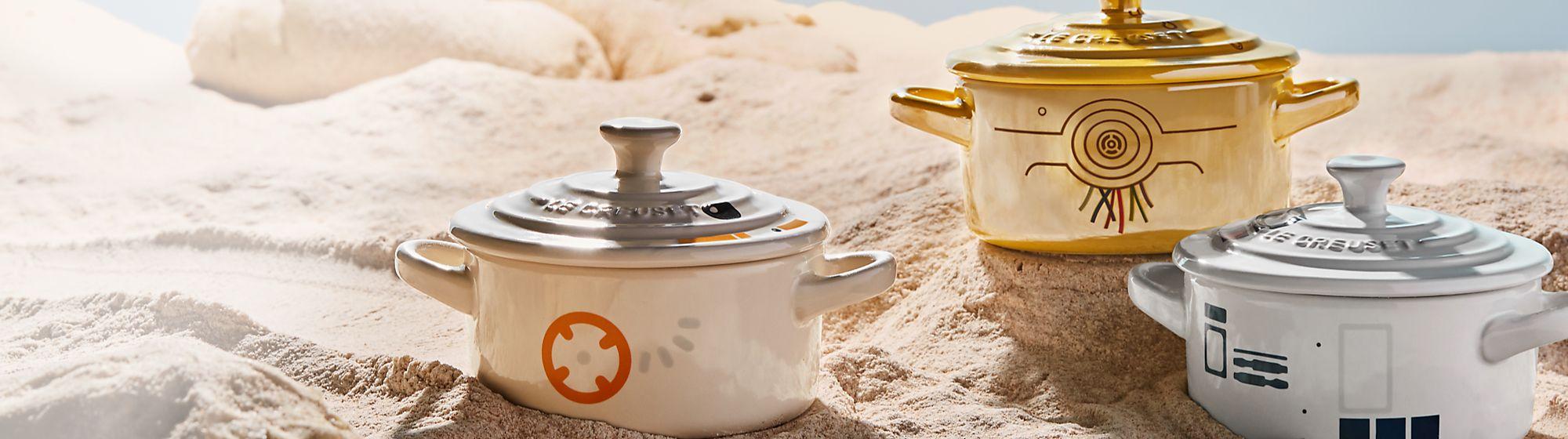 Le Creuset Le Creuset présente une collection de plats en fonte émaillée aux couleurs de Star Wars, comme la cocotte aux formes de BB-8 !