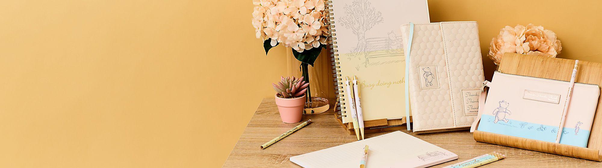 Artículos de papelería Descubre nuestra colección de papelería Disney que incluye cuadernos, bolígrafos y mucho más. COMPRAR
