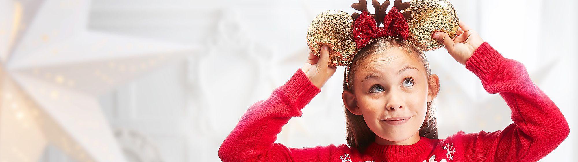 Sacs et Accessoires Les sacs et accessoires, dont des chapeaux, sacs et bijoux à l'image de leurs héros, complètent la tenue de vos enfants !
