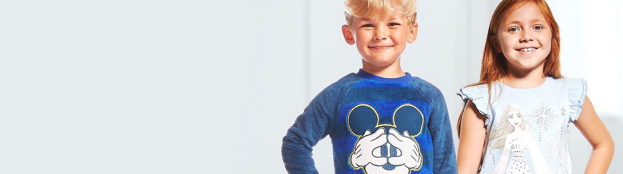 Abbigliamento notte bimbi I più piccoli potranno sognare meravigliose avventure con pigiami, camicie da notte e altro ancora prodotti da Disney
