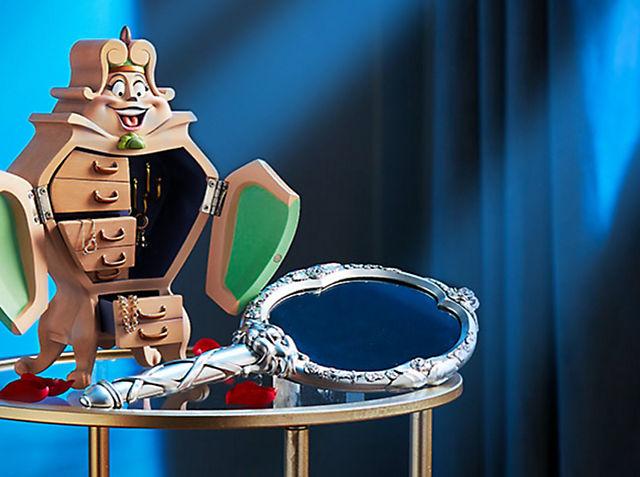 Faites comme chez vous Entrez dans l'immense château enchanté du film La Belle et la Bête, et rencontrez les touchants personnages changés en objets ! VOIR LA COLLECTION