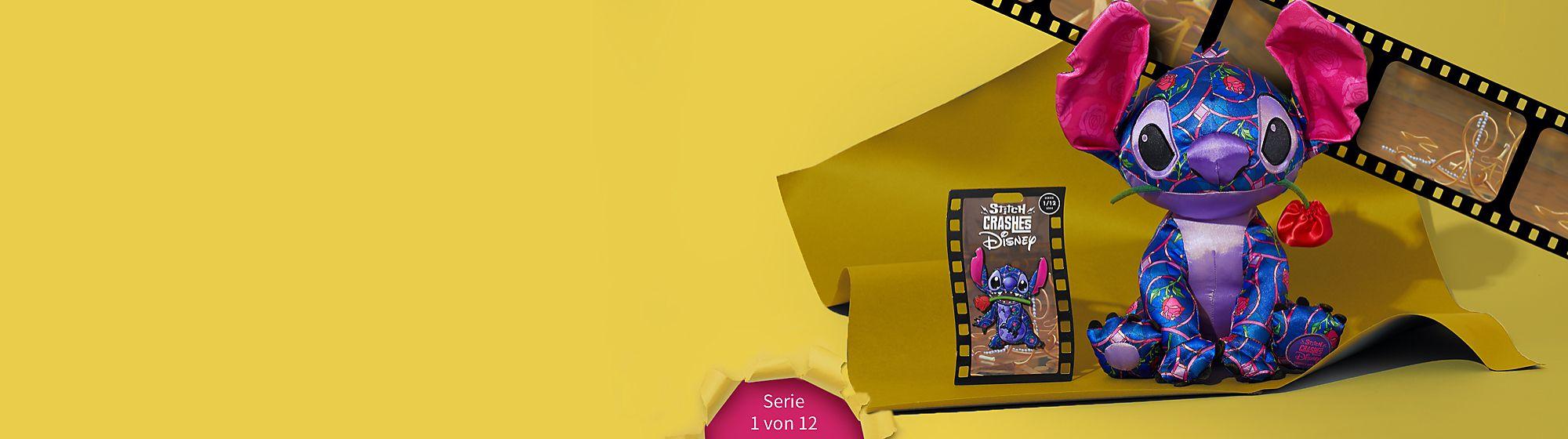 Versteck die Teller! Stitch ist (uneingeladen) zu Gast! In der ersten Auflage einer limitierten Edition aus 12 Anstecknadeln und Kuschelpuppen schleicht sich Stitch in den klassischen Disney Film Die Schöne und das Biest. Erhältlich ab dem 18. Januar