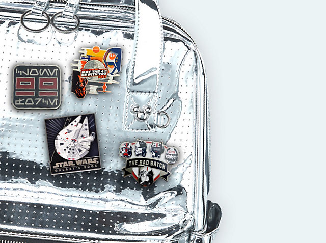 Pins para personalizar bolsos Con nuestra colección de pins, insignias y llaveros COMPRAR