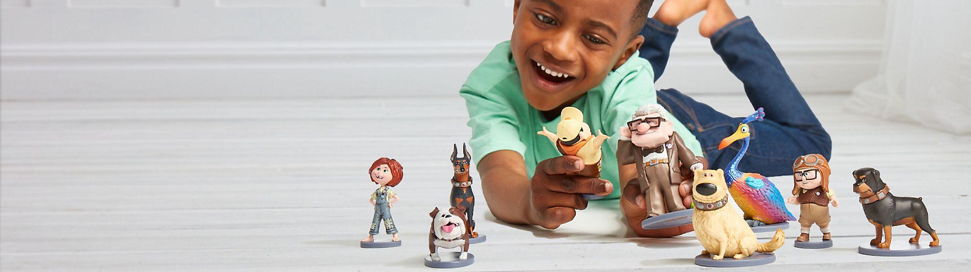 Figurines et Univers Avec les figurines à l'effigie de vos personnages  favoris, plongez dans l'univers de Spider-Man, de Cars ou des Princesses Disney.