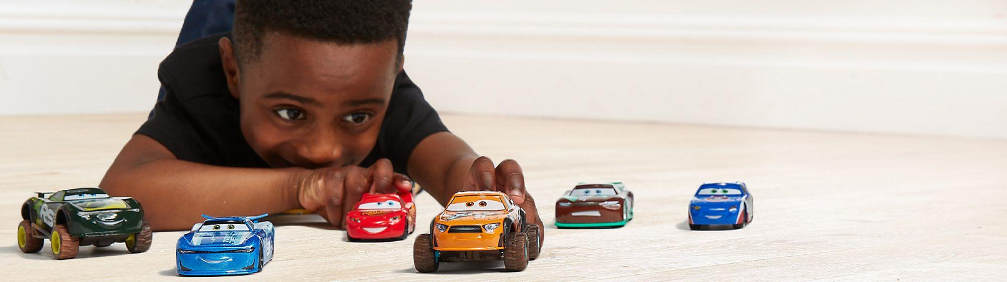 Coches teledirigidos Nuestra selección de juguetes y coches  teledirigidos hará que jugar sea aún más divertido.  ¡Descúbrelos!