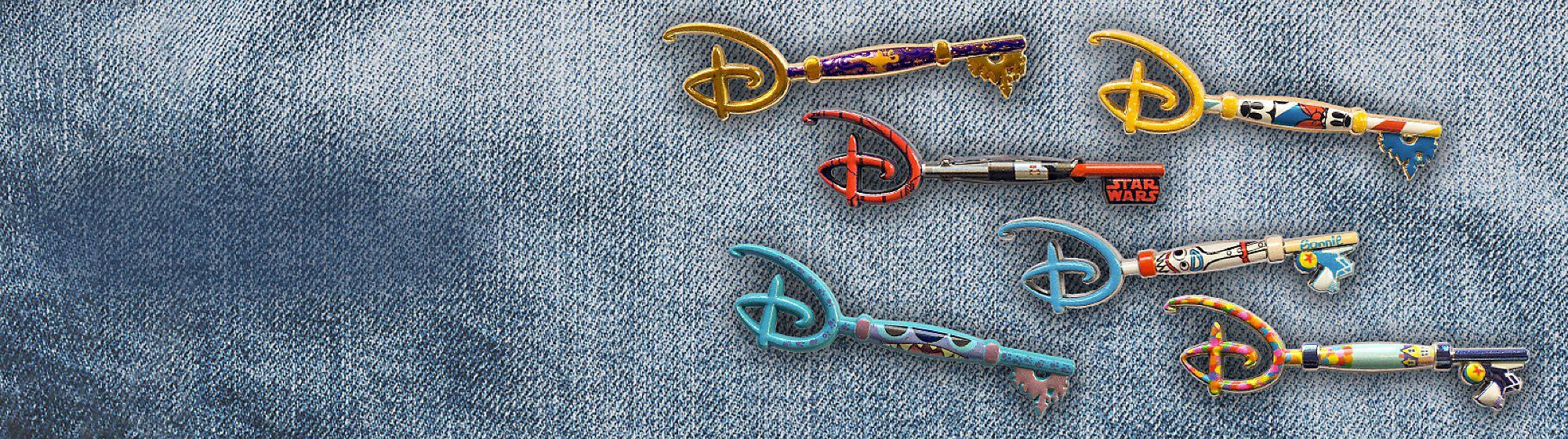 Personalisierte Taschen Anstecknadel Mit unserer Kollektion aus Anstecknadeln und Schlüsselanhängern
