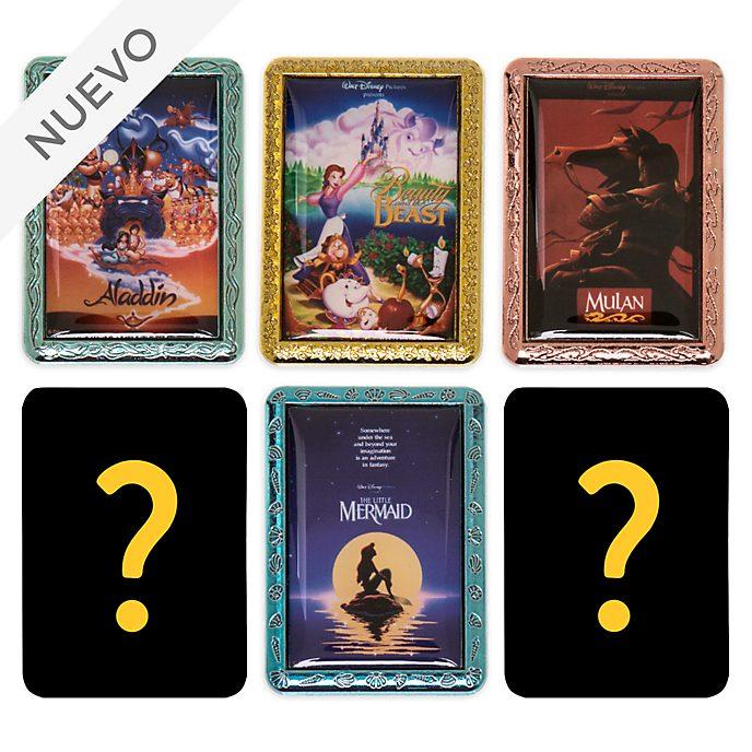 Pin misterioso pósteres clásicos Disney, Disney Store