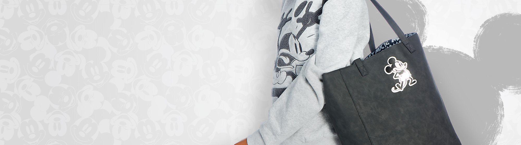 Sacs et Accessoires Complétez votre tenue en choisissant parmi les magnifiques sacs et accessoires pour femme à l'effigie de vos héros Disney favoris.
